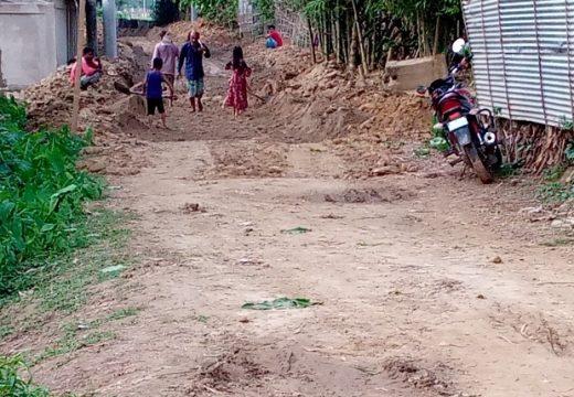 কমলগঞ্জে শ্রীসূর্য গ্রামে রাস্তা পাকাকরণের কাজ চলছে